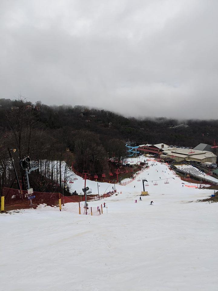 Gatlinburg SkyBridge, Gatlinburg Skylift, Gatlinburg snow, Gatlinburg Space Needle, Ober Gatlinburg, Pigeon Forge Snow, Snow in the Smokies, Tennessee Snow, Where to see snow in Gatlinburg, Where to see snow in Pigeon Forge, where to see snow in the Smoky Mountains